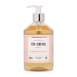 Fer à Cheval :Vloeibare zeep geparfumeerde rozenblaadjes